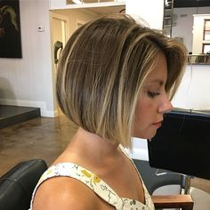 Looking for best ideas of short bob haircuts and hairstyles to show off in these days? Visit here and collect the amazing trends of blonde bob haircut. Bob Haircut For Fine Hair, Bob Haircut For Girls, Blonde Bob Haircut, Bob Hairstyles For Fine Hair, Haircut Short, Stylish Hairstyles, Bob With Fringe Fine Hair, Bob Haircut 2018, Inverted Bob Haircuts