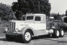 75 Years of keeping the driver in mind! Antique Trucks, Vintage Trucks, Old Trucks, Classic Tractor, Classic Trucks, Diesel Cars, Diesel Trucks, Freight Truck, Show Trucks