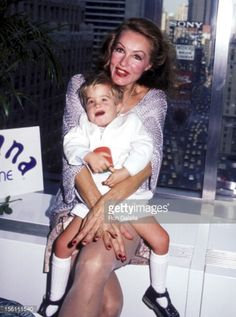 Photo d'actualité : Actress Julie Newmar and son John attend Julie...