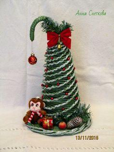 5. Новогодний альбом | 1 198 фотографий Recycle Newspaper, Xmas Tree, Recycling, Christmas Ornaments, Holiday Decor, Wall, Home Decor, Rolled Paper, Christmas Themes