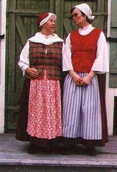 Folkdräkt från Överkalix baserad på orginaldräkt som bars av en kvinna i Överkalix och inlämnades till Nordiska Museet år 1873. North Swedish Settler Folk costumes from Överkalix