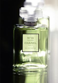 Chanel № 19 Poudré