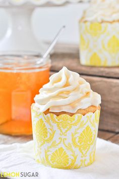 Honey & Vanilla Bean Cupcakes | www.lemon-sugar.com