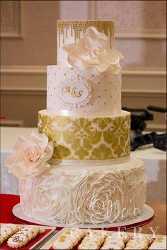 Each layer is beautifully decorated - such beautiful masterpiece #gold #goldwedding #weddingcake #cake #damask