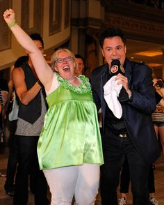 Candy Ochs of Washington reacts next to entertainer Donny Osmond after she won an award during the Donny Dance Forum (Photo by Ethan Miller/Getty Images for Caesars Entertainment) #theforumshops