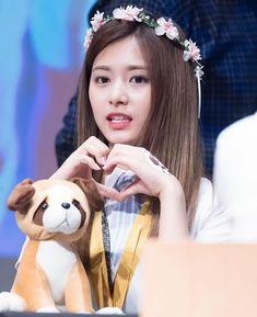 Stylish Girls Photos, Girl Photos, Kpop Girl Groups, Kpop Girls, Korean Beauty, Asian Beauty, Tzuyu Wallpaper, Clip Hairstyles, Cute Kawaii Girl