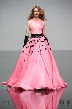 Pin for Later: Kommt ins Träumen mit den schönsten Kleidern der Haute Couture Modenschauen Georges Chakra