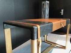 """""""La Malle"""" bureau qui allie petit granit belge, chêne massif et cuir végétal. Édité à 7 exemplaires."""