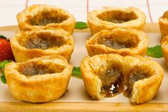 Whether runny or firm, with raisins or nuts, butter tarts are treats that never go out of style. Because any sugar filling that overflows the pastry hardens quickly and sticks to the pan, be sure to remove the tarts as directed. Or count on family members No Bake Desserts, Just Desserts, Delicious Desserts, Dessert Recipes, Oreo Desserts, Baking Desserts, Mini Desserts, Plated Desserts, Canadian Living Recipes