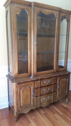 Delicieux THOMASVILLE 55 Montrachet Country French Lighted China Cabinet