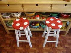 Quick and easy Mushroom Stool paint job. I can't look at these without hearing the Super Mario Bros. Would be great in a game room! Geek Decor, Painted Furniture, Diy Furniture, Garden Furniture, Mushroom Stool, Mushroom Decor, Mushroom House, Mario Room, Deco Stickers