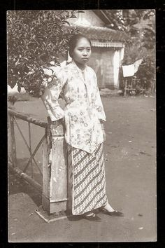 old-indische: Beautiful Woman ~ Java ~ Indonesia ~ c1920s