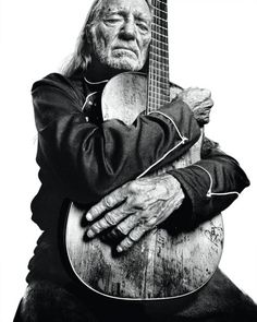 We recognize this great photo from a past #TexasMonthly cover - willie nelson