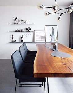 The table is the focal point but as you look at it, it takes your eye to the wall. Luxury Homes Interior, Cafe Interior, Best Interior Design, Living Furniture, Living Room Decor, Furniture Design, Wood Interiors, Office Interiors, Simple House Design