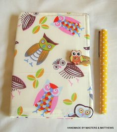 This is for a hardback lined notebook approx 120 pages with a fabric removeable cover which is slightly padded, it has a cream coloured lining. Size of note book is A6 approx 15cm height x 10cm width (not including cover). It fastens with an elastic & a button. Once the notebook is full you can …