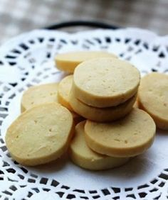 Almond biscuits...should try it! Tea Recipes, Baking Recipes, Cookie Recipes, Recipies, Delicious Cake Recipes, Yummy Cakes, Yummy Food, Quick Easy Healthy Meals, Tasty Bites
