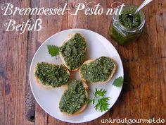 Wie isst man Brennnesseln? Am besten roh als Pesto! Im Unkrautgourmet findet sich dazu ein simples Rezept.