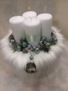 Wedding Centerpiece Christmas Advent Wreath, Xmas Wreaths, Noel Christmas, Christmas Candles, Christmas Crafts, Christmas Wedding Centerpieces, Wedding Centerpieces Mason Jars, Xmas Decorations, Christmas Wonderland