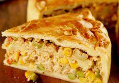 Tradicional, esta deliciosa receita de empadão de frango vai agradar toda sua família