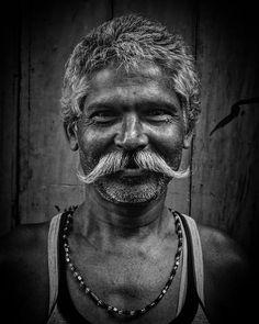 Good Vibes Only... . May all the Smiles be Contagious.. . . . . .  @ig_calcutta @stories.of.kolkata @monochromeindia @people_infinity_ @bnw_greatshots @bnw_rose @indianshutterbugs @desi_diaries @natgeoyourshot @yourshot_india @nikonasia @natgeotravellerindia @bbcearth @bbc_travel @globe_people @streets.of.india @streetphotographykolkata @streetphotographyindia @indian.photo @photographers.of.india @big_shotz_bw @bnw_creatives @indiaview  #india #instagram #kolkata #urban #street #people #art…