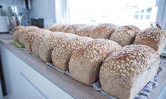 Saftig havrebrød er favorittbrødet i familien til Elise. En måned med havrebrød kan gjøres unna på en søndag! Bread Recipes, Baking Recipes, Snack Recipes, Snacks, Norwegian Food, Freshly Baked, Bread Baking, Food Inspiration, Nom Nom