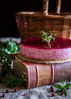 Puolukkamoussekakku - Perinneruokaa prkl Cheesecake Bites, Soul Food, Panna Cotta, Sweet Treats, Cooking Recipes, Baking, Ethnic Recipes, Tuli, Kitchens