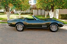 I genuinely adore this color scheme for this classic black chevy convertible 1969 Corvette, Old Corvette, Classic Corvette, Chevrolet Corvette Stingray, Corvette Summer, Classic Mustang, Classic Car Insurance, Corvette Convertible, Sport