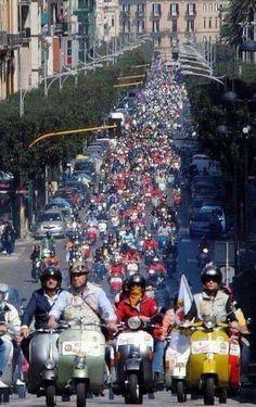 Sea of vespas Scooters Vespa, Piaggio Vespa, Lambretta Scooter, Scooter Motorcycle, Vintage Vespa, Vintage Italy, Vespa Girl, Scooter Girl, Lml Star