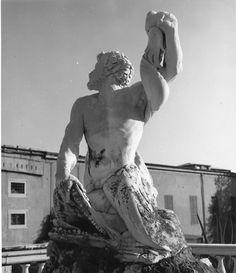 La fontana del Tritone nel giardino di Palazzo del Principe a Genova, opera di Giovanni Angelo Montorsoli / The fountain of the Triton in the garden of Palazzo del Principe, Genoa, by G.A. Montorsoli