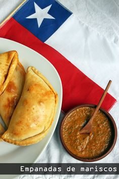 Empanadas de mariscos - Chilean Seafood empanadas with recipe in Spanish but easy to translate Fish Recipes, Seafood Recipes, Recipies, Chilean Recipes, Chilean Food, Kitchen Recipes, Cooking Recipes, Puerto Rico Food, Gastronomia