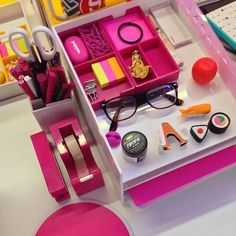 Our newest popstar Carrie started last week and already has the most adorable desk accessories! #ThinkPink #workhappy