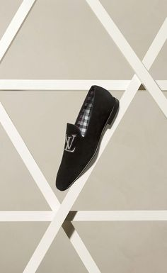 When versatility and elegance meet: the All-In Loafer from Louis Vuitton's Spring 2015 Shoes Collection Me Too Shoes, Men's Shoes, Shoe Boots, Dress Shoes, Louis Vuitton Men Shoes, Style Masculin, Fashion Shoes, Mens Fashion, Shoes 2015