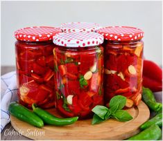 Discover recipes, home ideas, style inspiration and other ideas to try. Chutney, Homemade Muesli, Kinds Of Salad, Turkish Recipes, Fermented Foods, Red Peppers, Desert Recipes, Winter Food, Tray Bakes