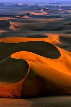rosiesdreams:  Desert shadows ..