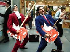 Awesome Phoenix Wright cosplay. I have to go to comic com. HAVE TO!!!