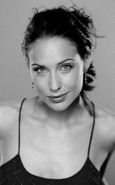 Claire Forlani, Perfect Brows, Ageless Beauty, Beautiful Women Pictures, Black And White Portraits, Photo Black, Classic Beauty, Great Movies, Bellisima