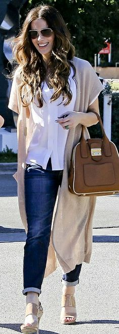Who made Kate Beckinsale's jeans, nude shoes, sunglasses, and jeans that she wore in Los Angeles on October 27, 2012? Shoes – Jimmy Choo  Purse – Miu Miu  Sunglasses – Oliver Peoples  Jeans – Citizens Of Humanity