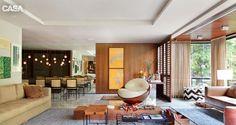 Apartamento possui varanda cheia de verde e espaços em tons neutros - Casa