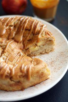 Omena-kinuskikakku   Maku No Bake Desserts, Vegan Desserts, Afternoon Tea Cakes, Sweet Bakery, Sweet Pastries, Desert Recipes, Let Them Eat Cake, I Love Food, Yummy Cakes