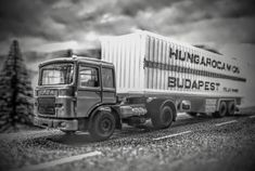 Raba from the - built in Hungary under license from MAN - with trailer type Budamobil Hungarocamion, Budapest. Budapest, Mi One, Ho Scale, Old Trucks, Plastic Models, Hungary, Scale Models, Diecast, Transportation