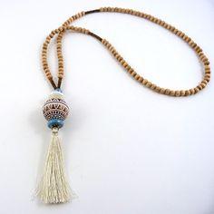 sautoir ethnique avec perles en bois et pompon