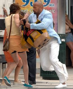 stealing bags is working for #DwayneJohnson in #MichaelBay #PainAndGain movie