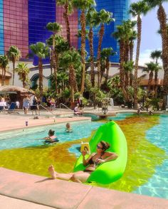 Chillin out max and relaxing all cool #vegas#laybag#rio#whathappensinvegas#travel#neverstopexploring#theculturetrip#seetheworld#folktravel#wanderlust#natgeotravelstories#culturetrippers#planetearth#earthpic#52places#makemoments#igers#instagrammers#dailyinsta#dailyinspration#photography#photooftheday