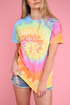 Chill Out graphic design on a soft, cotton, pastel tie-dyed t-shirt. All of our unisex t-shirts are silk screened for the highest quality possible.Please note: Each tie-dyed tee is hand dyed and slightly unique. Swag Outfits For Girls, Lazy Day Outfits, Chill Outfits, Casual Outfits, Tie Dye Shirts, Dye T Shirt, Camisa Hippie, Diy Camisa, Tie Day