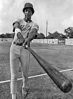 June 11, 1982 – Baseball phenom Darryl Strawberry of the minor league Jackson Mets poses for a photo before his game against the Shreveport Captains at SPAR Stadium in Shreveport, Louisiana. Strawberry hit 34 homers and drove in 97 runs during his 1982 stint in Jackson, Mississippi. (Louis DeLuca/Shreveport Journal)via The Dallas Morning News Photography Blog