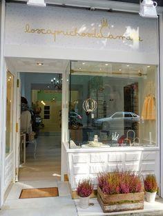 Singulares Magazine — Home Boutique Decor, Boutique Design, Shop Front Design, Store Design, Home Hair Salons, Shop Facade, Shop Fronts, Shop Around, Cafe Restaurant