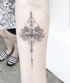 35 Super ideas for tattoo arm girl ideas ribs - Tattoos - dotwork, mandala and o. 35 Super ideas for tattoo arm girl ideas ribs - Tattoos - dotwork, mandala and other likes - Unalome Tattoo, Dotwork Tattoo Mandala, Lotusblume Tattoo, Shape Tattoo, Mom Tattoos, Trendy Tattoos, Piercing Tattoo, Body Art Tattoos, Small Tattoos