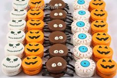 Halloween Macarons: how spooktacular! From our friend JaCk at Halloween Desserts, Halloween Macaroons, Halloween Food For Party, Halloween Cookies, Party Treats, Holiday Treats, Halloween Backen, Macaron Cookies, Macaron Cake