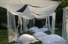WEDDING PIC-NIC.  Matrimonio non convenzionale fatto all'aperto dove i tessuti hanno il ruolo da protagonista. #tessuti #tendeperlacasa #interiordesign #textiles #cta  www.ctasrl.com