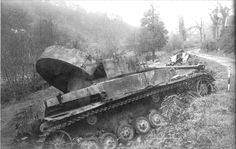 A Panzer 4 disabled after an explosion on it's rear engine deck area rendered it immobilized. Tank Armor, Panzer Iv, Tiger Tank, Military Pictures, Ww2 Tanks, Armored Vehicles, War Machine, Military History, World War Two